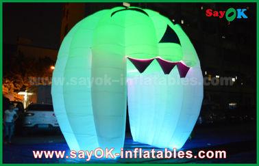 China Decoraciones inflables lindas del día de fiesta que encienden la puerta del fantasma/la calabaza inflable grande proveedor